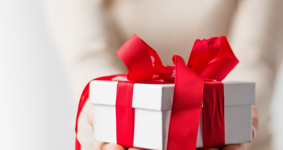 50 Thoughtful Gift Ideas & Gestures for