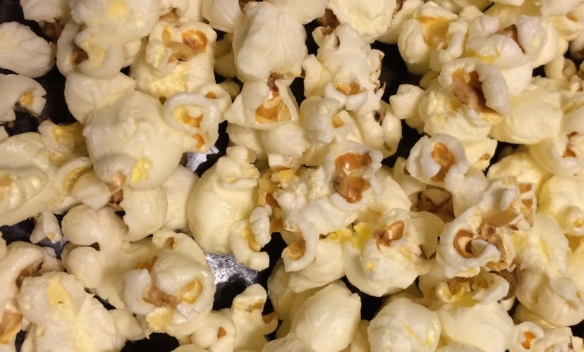 Easy Recipe: Healthy Buttery* Popcorn