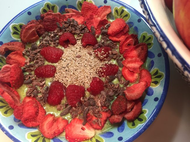 PrettyWellness.com Smoothie Bowl